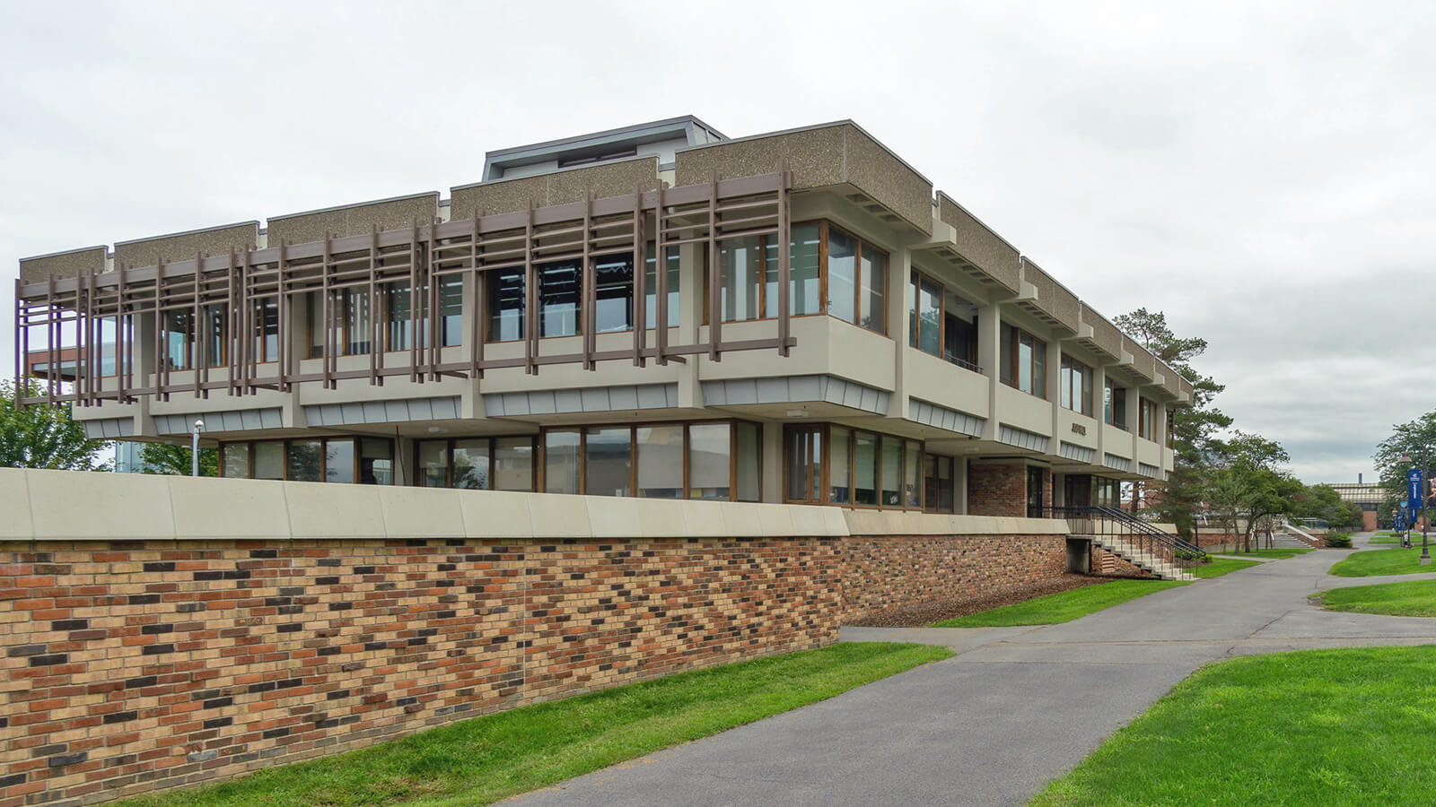 An image of a building on the Ithaca College campus.