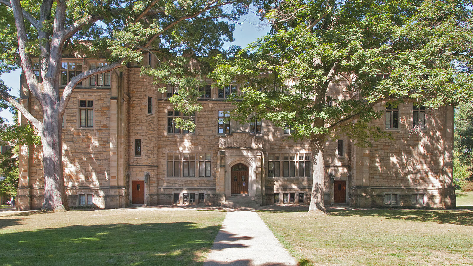 An image of a building on the Kenyon College campus.